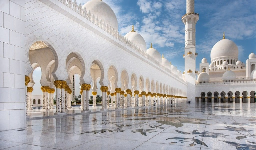 Sheik Zayed Mosque is one of the main sights on a day trip from Dubai to Abu Dhabi