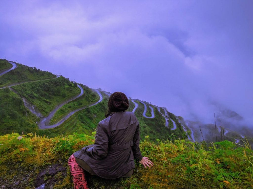 The view of Zuluk Road and the 32 hair pins – one of the main Sikkim points of interest