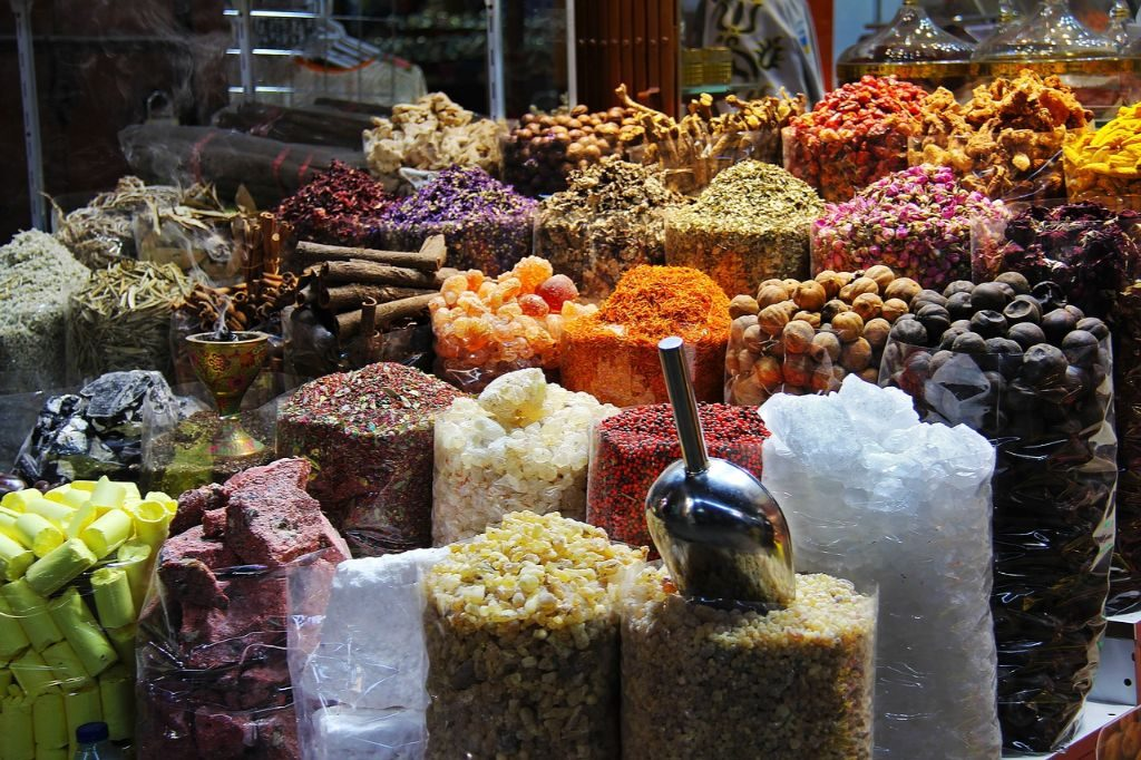 What to do in Dubai for a day? ubai Spice Souq is perfect to explore the traditional Dubai